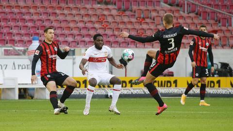 Dominik Kohr und Stefan Ilsanker von Eintracht Frankfurt im Spiel gegen Stuttgart.