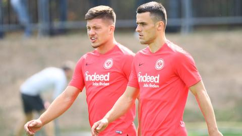 Luka Jovic (li.) und Filip Kostic (re.) sind mit dem serbischen Nationalteam unterwegs.