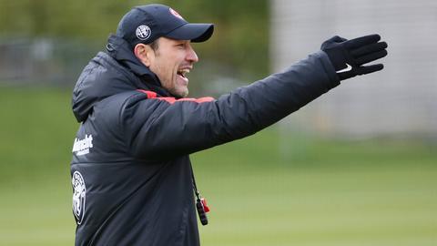 Eintracht-Trainer Niko Kovac gibt Anweisungen.
