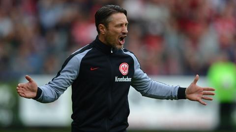 Eintracht-Trainer Niko Kovac ärgert sich.