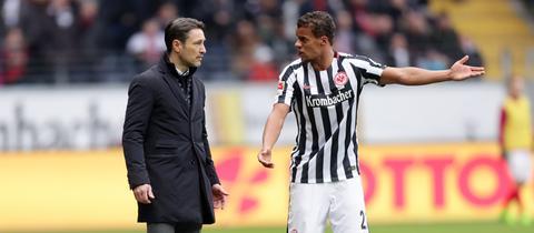 Kovac und Chandler diskutieren.