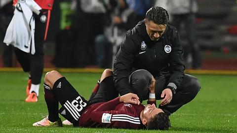 Kovac tröstet Nürnberger Spieler
