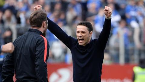 Ein Bild mit Symbolcharakter: Niko Kovac schwimmt mit der Eintracht auf einer Erfolgswelle.