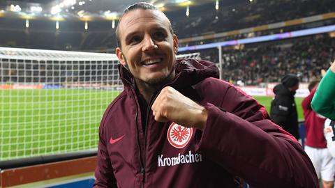 Eintracht-Profi Alex Meier freut sich nach dem Sieg über den BVB