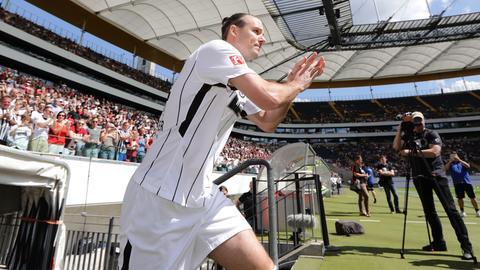 Meier läuft ins Stadion ein.