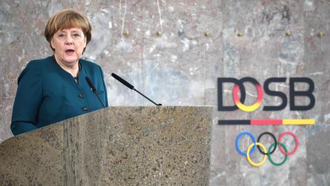 Angela Merkel spricht beim DOSB-Festakt zum zehnjährigen Bestehen.
