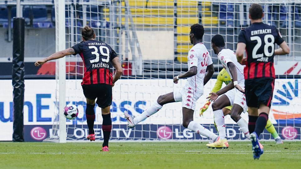 Goncalo Paciencia trifft gegen Monaco zum 1:0.