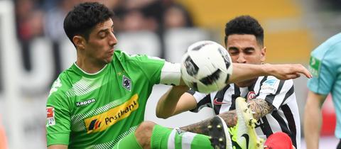 Gladbachs Stindl (li.) und Frankfurts Mascarell werden sich auch am Dienstag im Pokal nichts schenken.