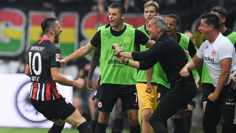 Der Eintracht-Jubel über das 2:0 von Kostic