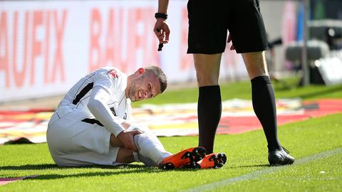 Ante Rebic liegt verletzt am Boden