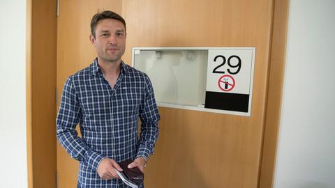 Kovac vor dem Gerichtssaal