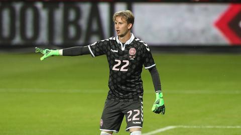 Der dänische Nationaltorhüter Frederik Rönnow wechselt zur Eintracht.