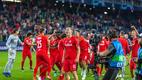 Die Spieler von RB Salzburg jubeln nach dem Champions-League-Spiel gegen Genk.