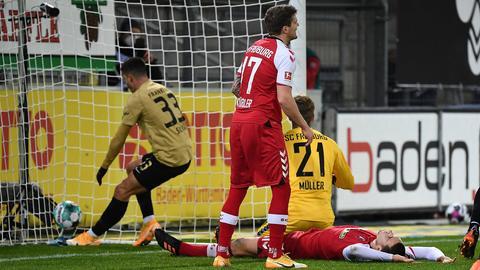 Eigentor Keven Schlotterbeck SC Freiburg Eintracht Frankfurt