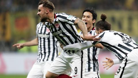 Eintracht-Stürmer Haris Seferovic sprintet nach seinem Tor gegen den BVB.