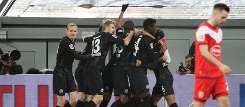 Jubeln gegen Düsseldorf: Für die Eintracht ist das traditionell Formsache.