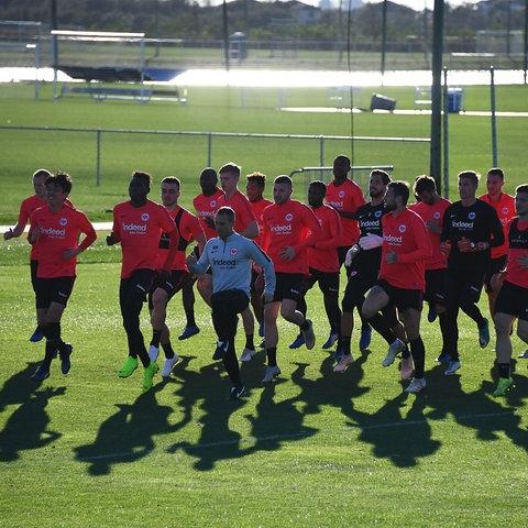 Eintracht-Gruppe läuft im Trainingslager