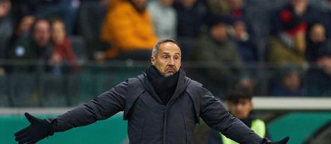 Eintracht-Trainer Adi Hütter hat der Dost-Abgang überrascht.