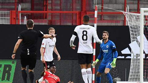 Martin Hinteregger kritisiert die Schlafmützigkeit der Eintracht.