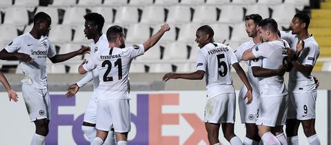 Jubelnde Eintracht-Spieler in Limassol