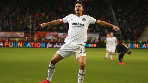 Eintracht-Spieler Silva jubelt