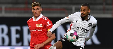 Djibril Sow (rechts) von Eintracht Frankfurt im Hinspiel bei Union Berlin