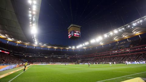 Flutlicht im Eintracht-Stadion