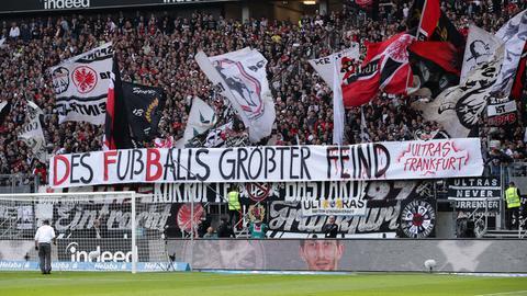 Fans der Eintracht protestieren gegen den DFB