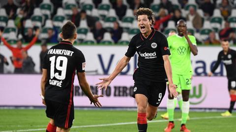 Sam Lammers bejubelt sein Tor für Eintracht Frankfurt gegen Wolfsburg