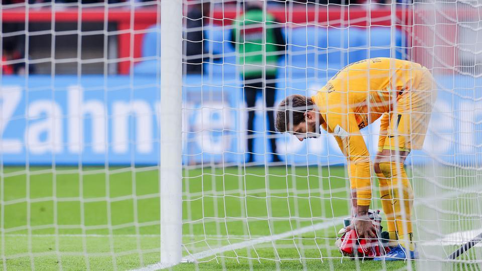 Bild mit Symbolcharakter: Eintracht-Torhüter Kevin Trapp packt seine Sachen.