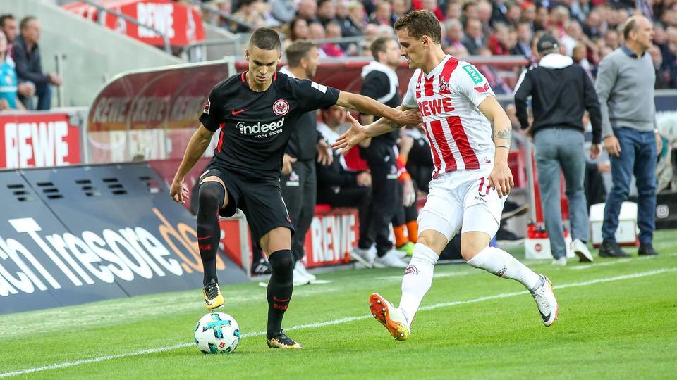 Mijat Gacinovic im Zweikampf mit Simon Zoller vom 1. FC Köln