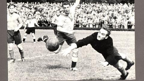 Szene aus dem Spiel Hanau gegen Mannheim in den 50er Jahren