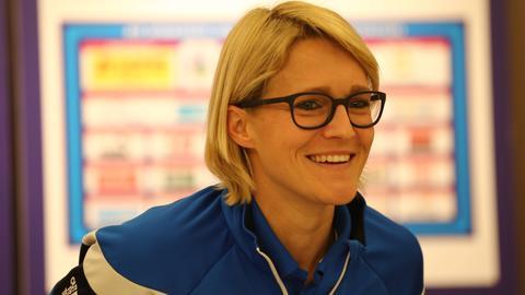 Saskia Bartusiak bei einem Pressegespräch