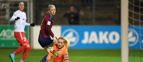 Ana Crnogorcevic trifft zum 1:1 für den FFC Frankfurt.