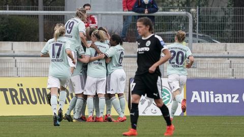 Jubel beim FC Bayern, Trauer beim 1. FFC Frankfurt.