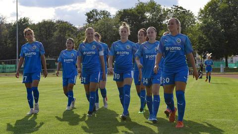 Tanja Pawollek (mit Kapitänsbinde) im Kreise ihrer Mitspielerinnen
