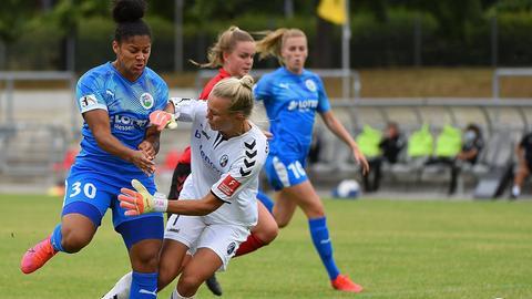Der 1. FFC Frankfurt unterliegt in einem engen Duell gegen den SC Freiburg.
