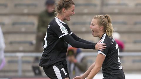 Laura Freigang bejubelt ihren Treffer für den FFC
