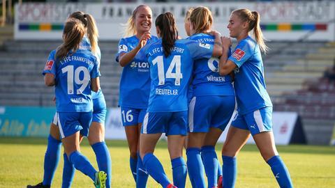 Die Spielerinnen des 1.FFC Frankfurt jubeln
