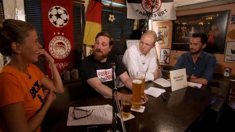 Szene aus der Sendung in der Kneipe