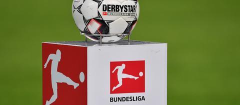 Ball und Logo der DFL