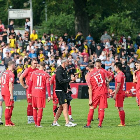 Szene aus dem Spiel zwischen Gießen und Borussia Dortmund