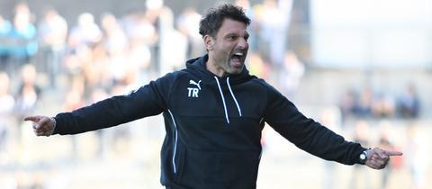 Adrian Alipour, Trainer des TSV Steinbach Haiger, jubelt