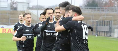 Die Spieler des FSV Frankfurt jubeln