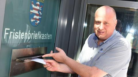 Remo Kutz am Samstag bei der Rücknahme des Antrags auf Eröffnung eines Insolvenzverfahrens am Amtsgericht Offenbach.