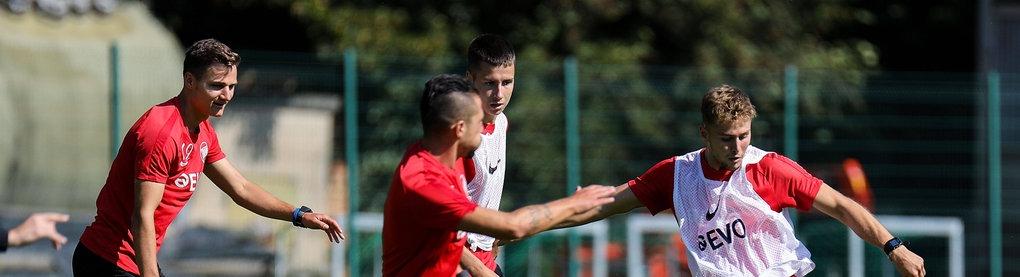 Spieler von Kickers Offenbach im Training