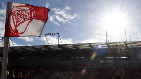 Die Eckfahne der Offenbacher Kickers