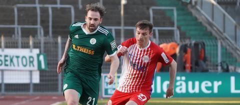 Ein Zweikampf aus dem Spiel FC Homburg gegen Kickers Offenbach