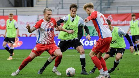 Szene aus dem Spiel der Offenbacher Kickers gegen Aalen