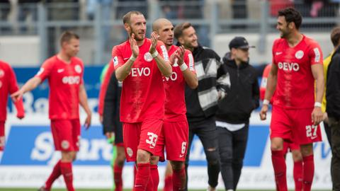 Spieler von Kickers Offenbach nach dem Spiel gegen Balingen